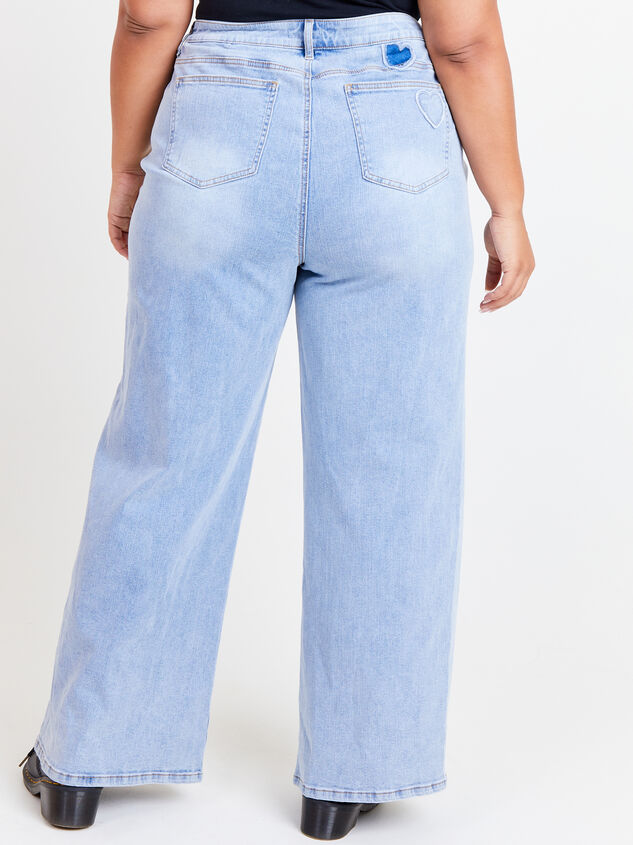 Incrediflex Embroidered Heart Jeans Detail 4 - ARULA