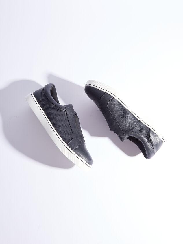 Rery Wide Width Sneakers - Black Detail 5 - ARULA