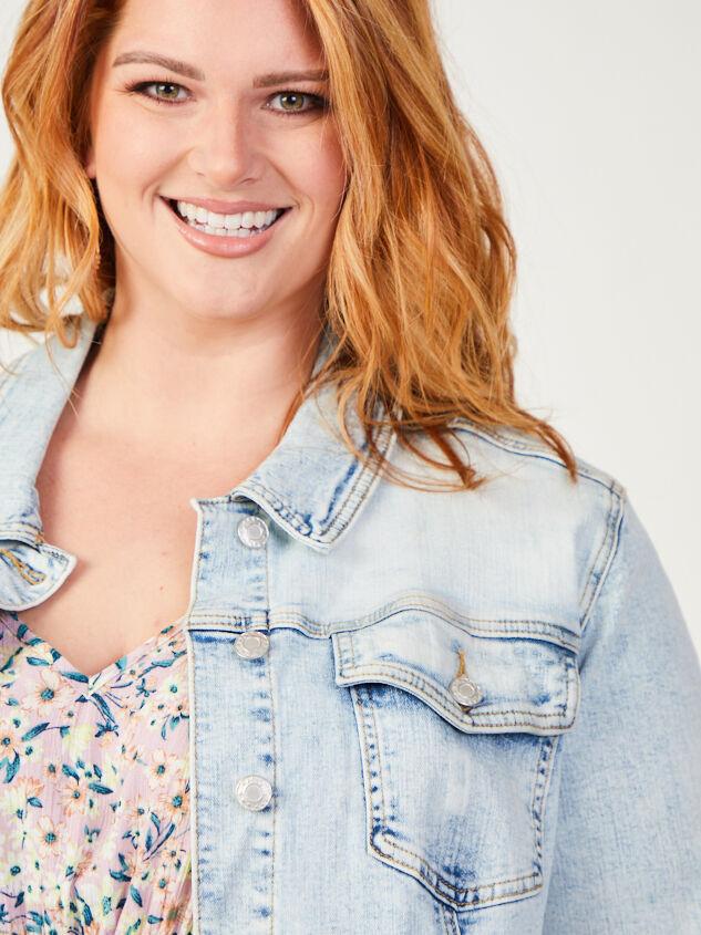 Mae Cropped Denim Jacket Detail 4 - ARULA formerly A'Beautiful Soul