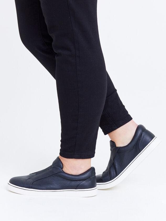 Rery Wide Width Sneakers - Black Detail 6 - ARULA
